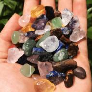 Hé lộ ý nghĩa của đá Thạch Anh Vụn nhiều màu ngũ sắc tại Kim Tự Tháp